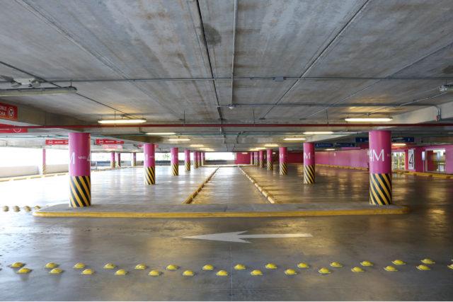 Parking Lot/Garage